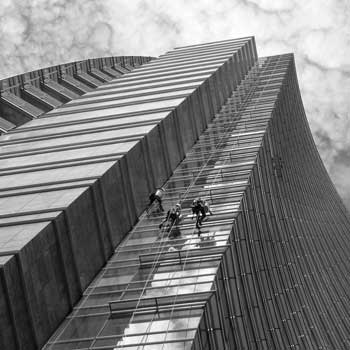 brisbane-window-clean-abseiling